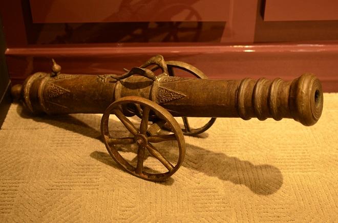 大砲のオブジェ